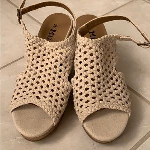 Mudd 8 1/2 wedge sandals new